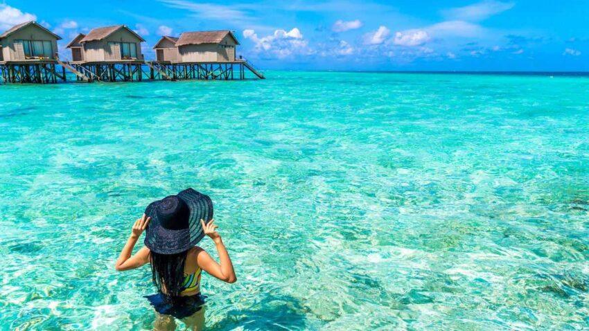maldives-sinelifthi-epeidi-forouse-bikini
